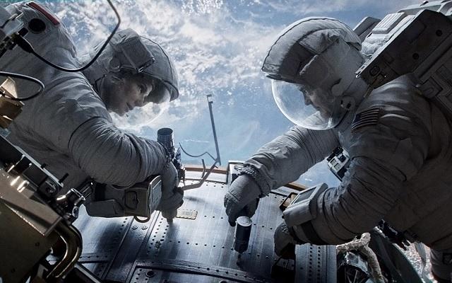 Sandra Bullock & George Clooney Star in Gravity